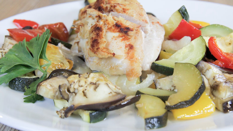 Hummus-Crusted Chicken with Vegetables: The Perfect Low-Carb Dinner