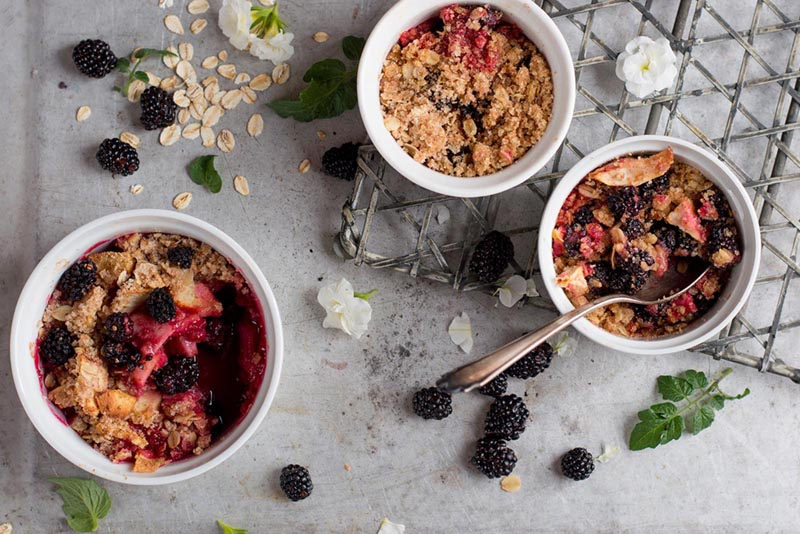 Crumble aux fruits rouges chaud