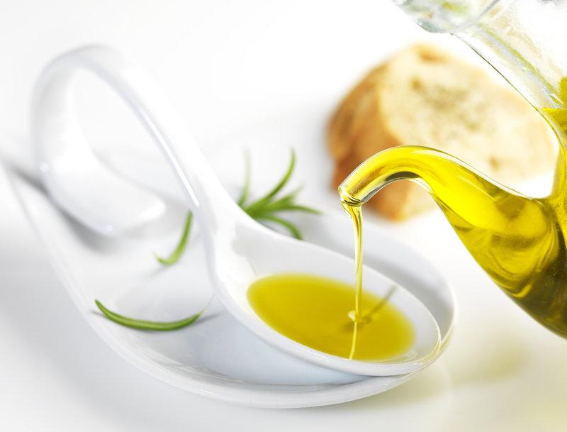 Aceite de oliva en una cuchara