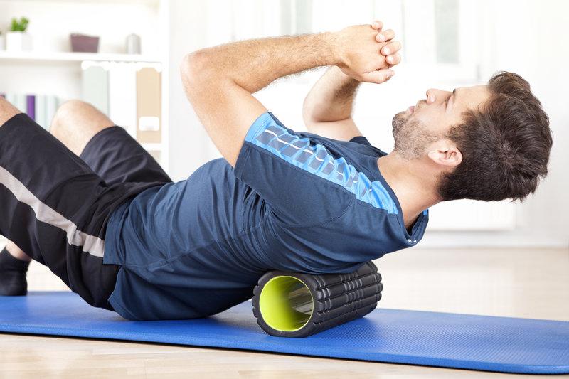 Douleurs musculaires ? Essayez le foam roller et l'étirement