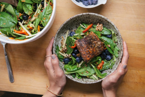 4 Easy Tips for Eating Healthy on Business Trips