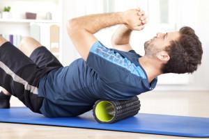 So hilft Foam Rolling und Stretching gegen Muskelverspannungen