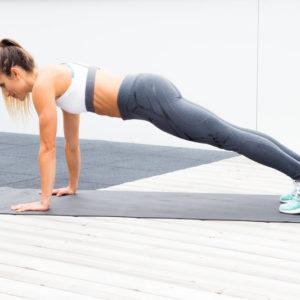 5 esercizi per spalle forti e sexy (da fare senza attrezzi)