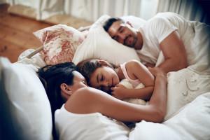 Studien belegen: Das sind 6 Anzeichen für zu wenig Schlaf