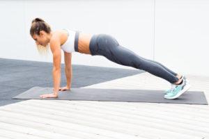 Sexy, starke Schultern – 5 Übungen ganz ohne Gewichte