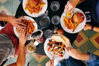 Sgarrare a dieta: fa bene ogni tanto o ostacola la perdita di peso?