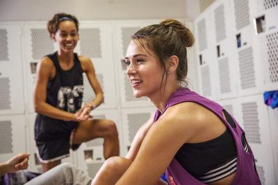 Deshalb lohnt sich ein Trainingspartner (+ die 8 besten Übungen!)