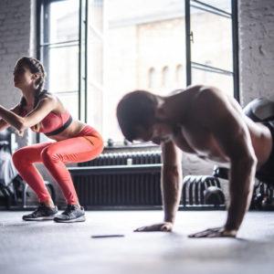 3 Partner-Workouts (und ein Brownie-Rezept!) zum Valentinstag