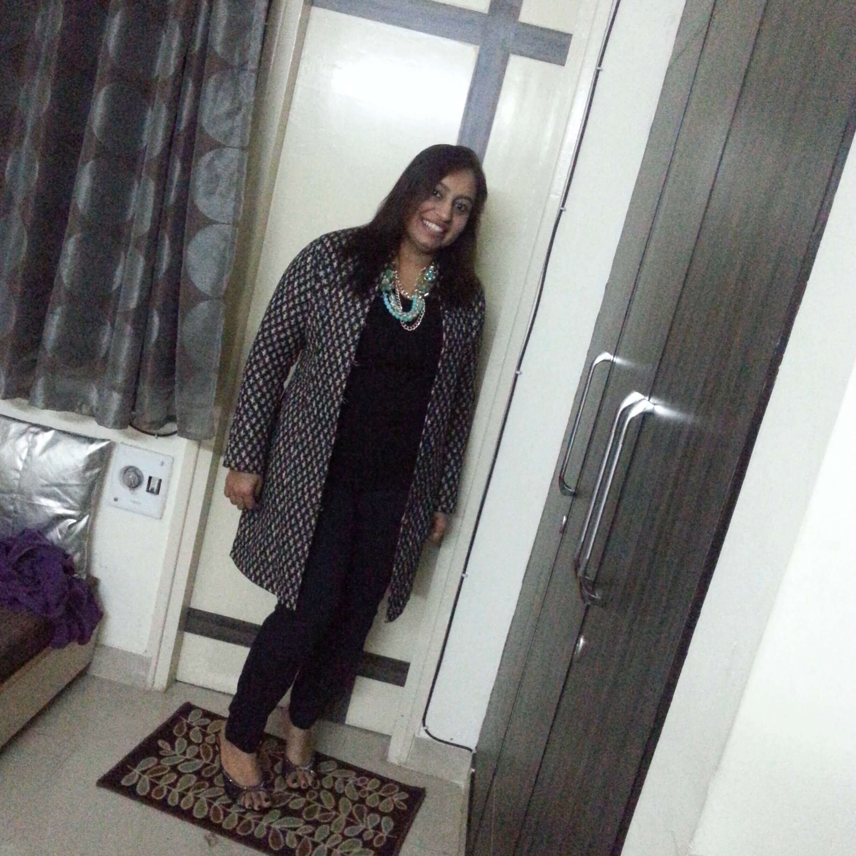 Eine indische Frau posiert für die Kamera