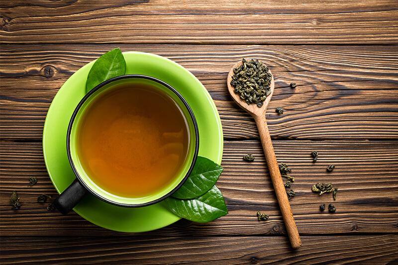 Tè verde sul tavolo