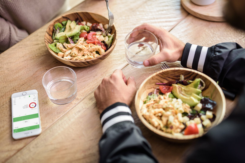 Two people having an healthy lunch
