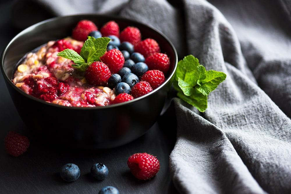 porridge zucchine e frutti di bosco