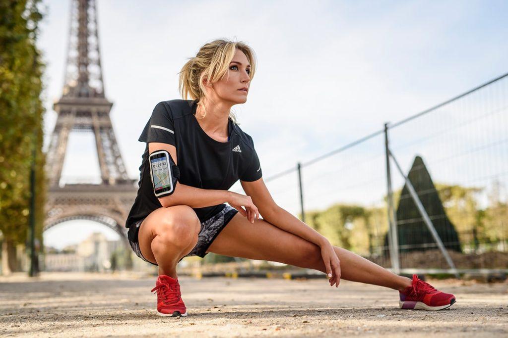 Frau rennt in Frankreich.