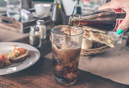 Light-Drinks vs. Softdrinks: Was ist besser?