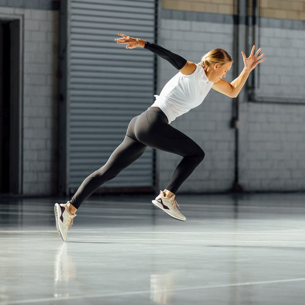 Woman doing sprints indoor