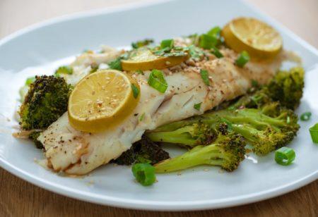 Asian Codfish with Broccoli recipe - Runtasty App