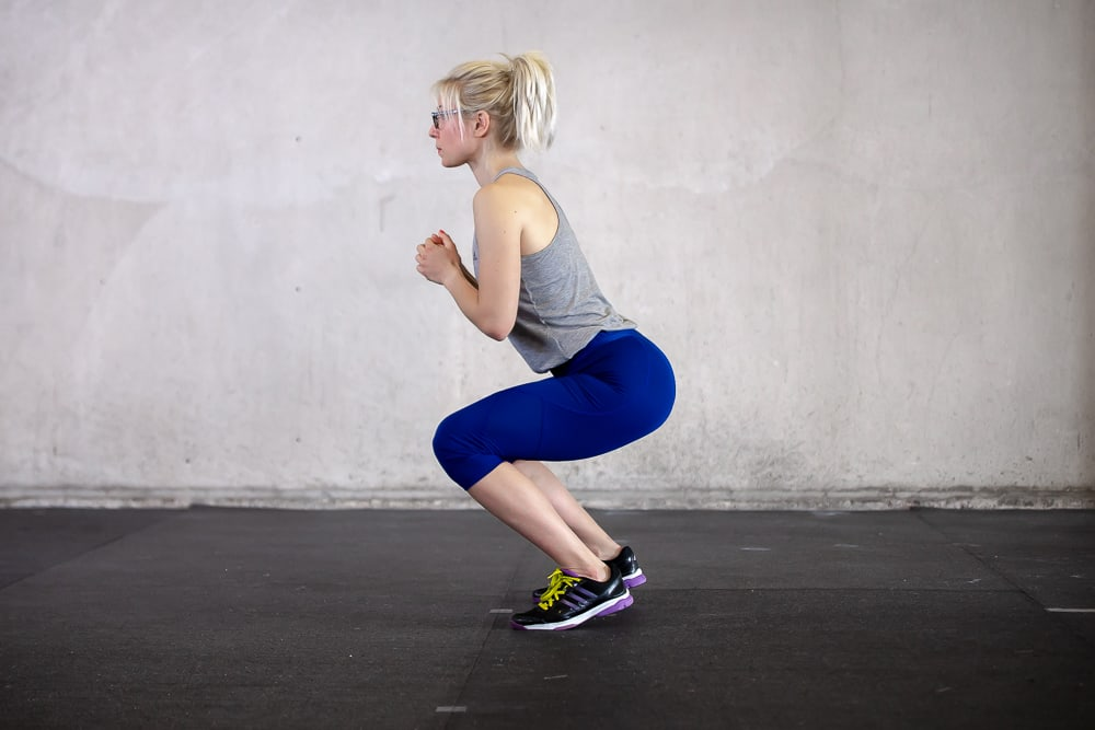 Squats Fehler - Normaler Squat mit Fersen am Boden