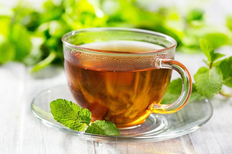 Eine Tasse gruener Tee.