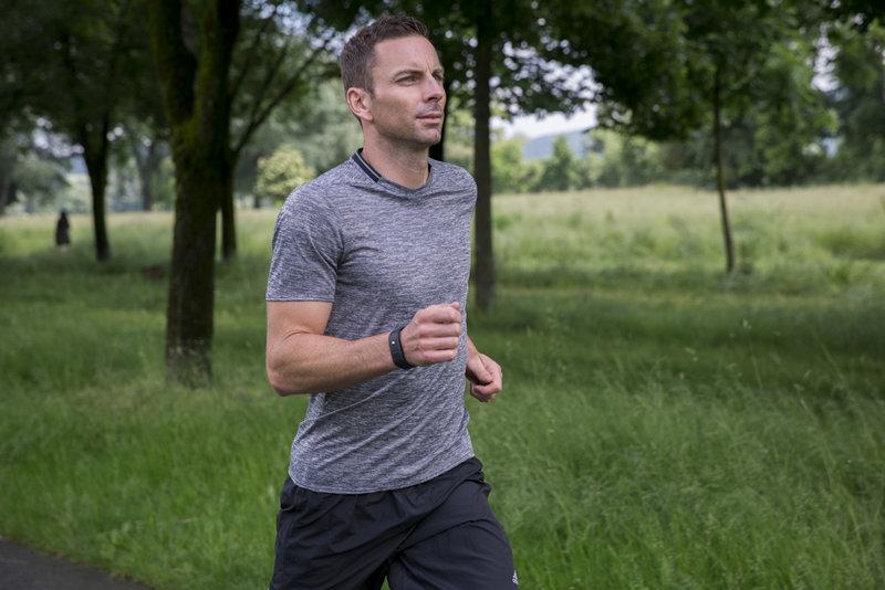 Mann beim Laufen im Park.