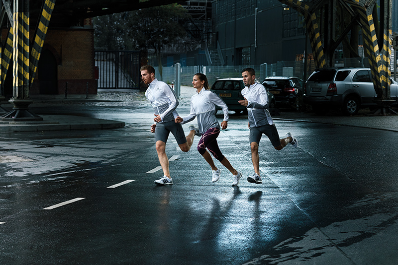 3 people running in the city at night
