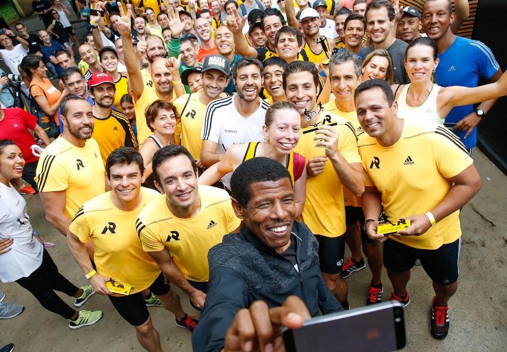 Haile Gebrselassie mit anderen Läufern