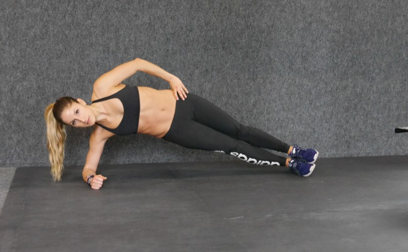 low side plank crunch b