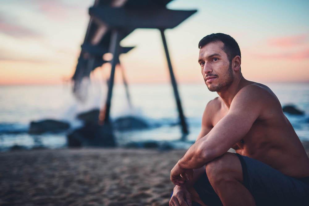 Un homme à la plage