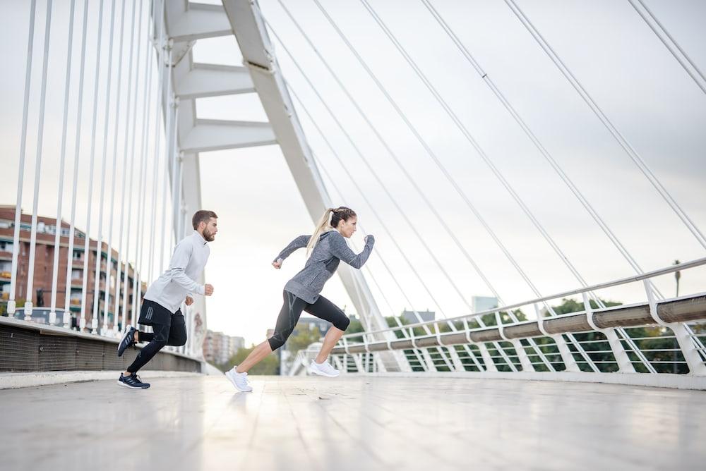des runners courent en extérieur