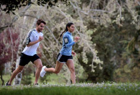 Dos runners corriendo juntos