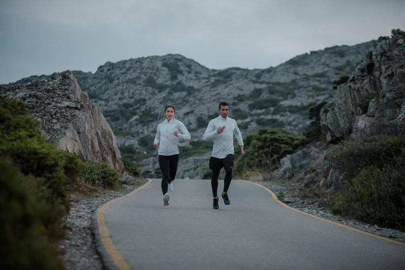 Deux personnes qui courent