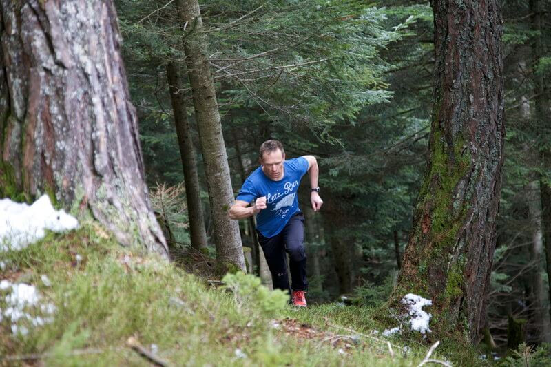 Fit man is mountainrunning.
