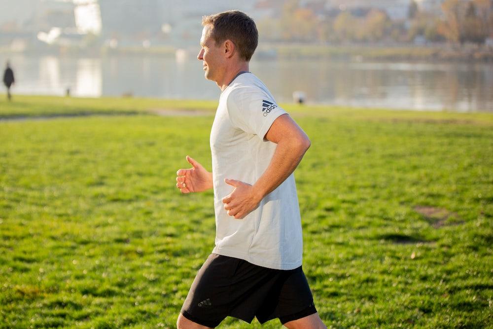 Arm swing runner