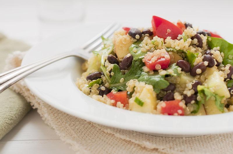 Comida proteica postentrenamiento: Ensalada de quinoa