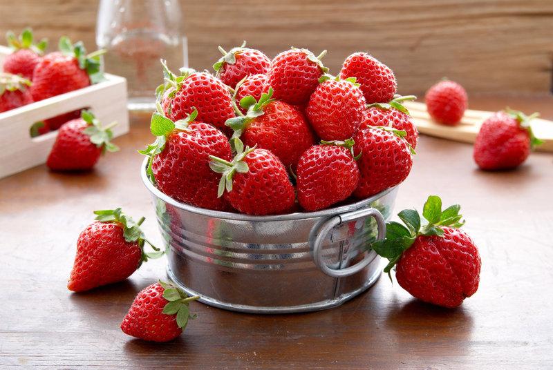 Fresas en una tina