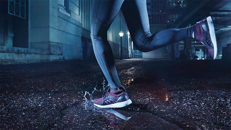 Gros plan sur des jambes qui courent