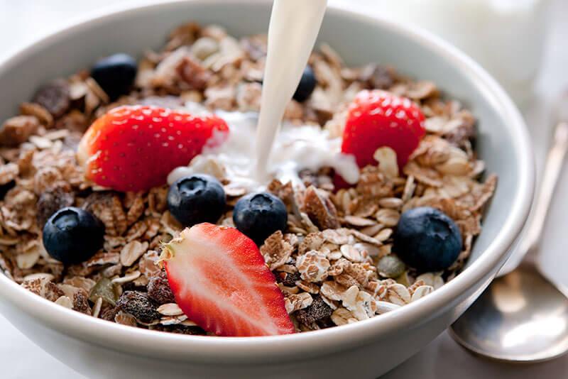 Wenn du abnehmen willst, musst du Milchprodukte nicht unbedingt von deinem Speiseplan streichen.