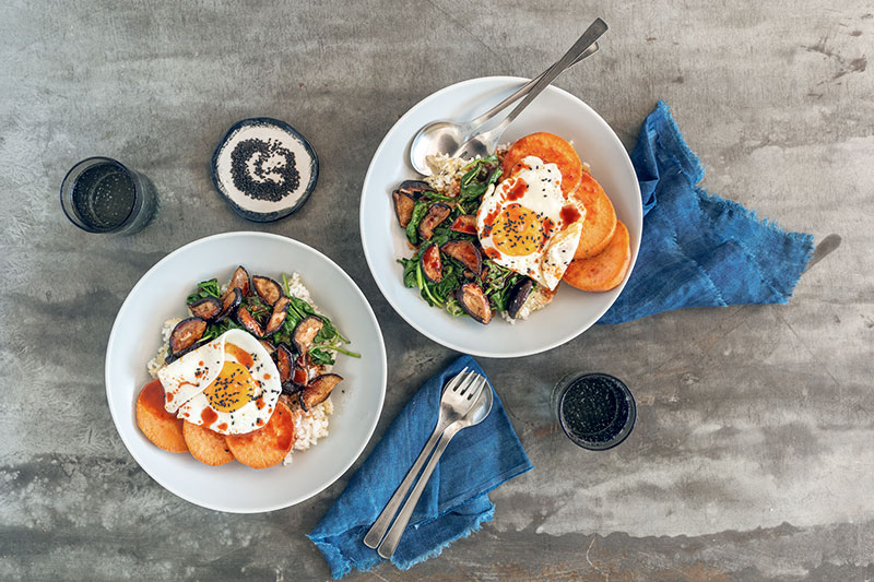 Süßkartoffel mit Ei aus dem Ofen