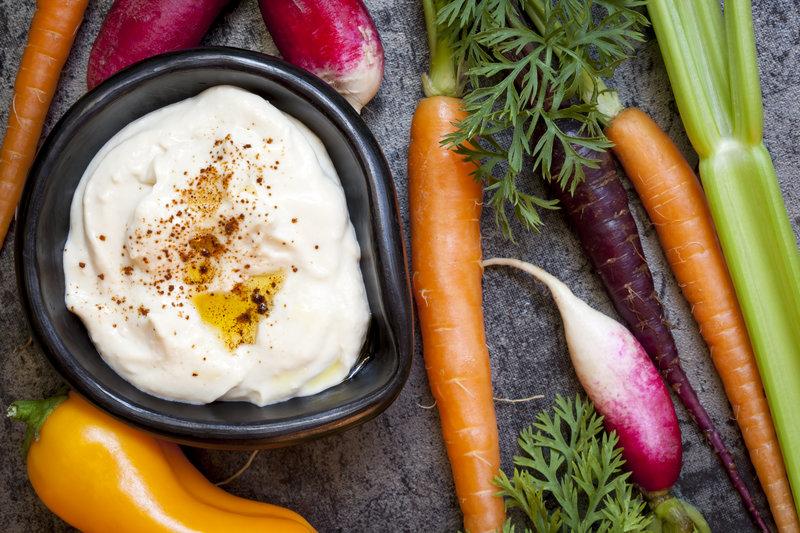 Karottensticks mit Hummus-Dip