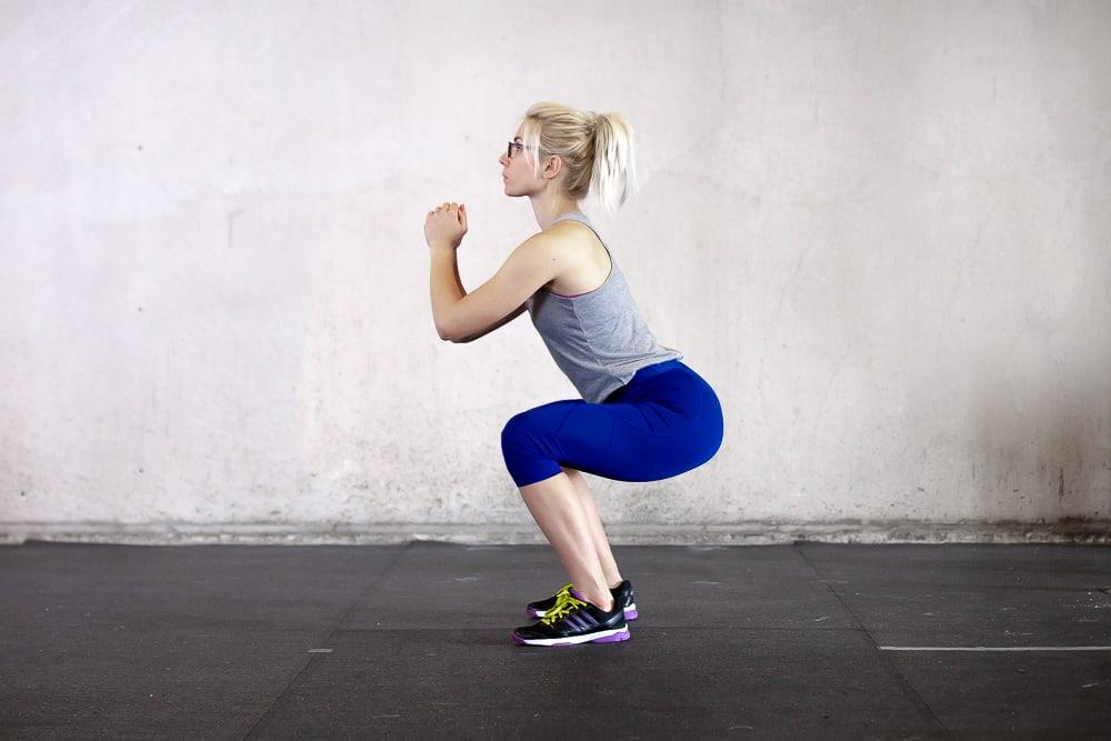 Richting squats machen - Gebeugte Hüfte