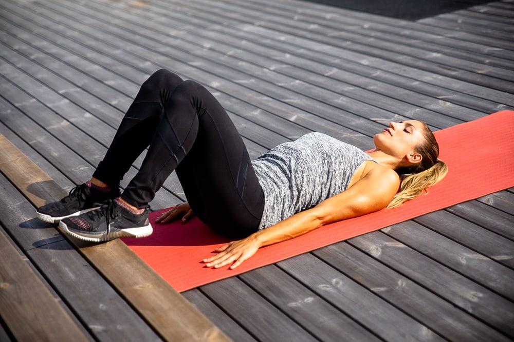 Addominali, schiena e fianchi: 10 esercizi per i muscoli..