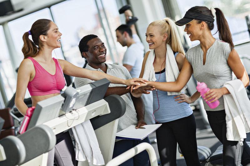 Gruppe von Freunden im Gym
