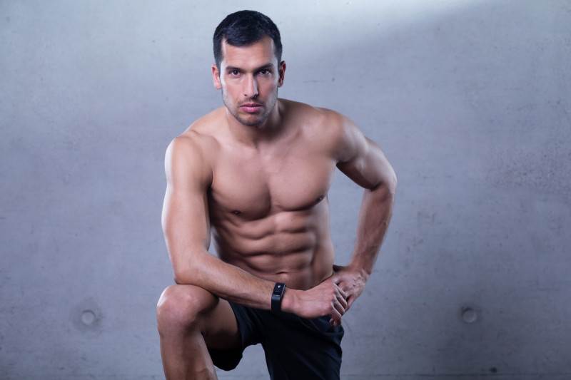 Fitness athlete is posing for a fotoshoot