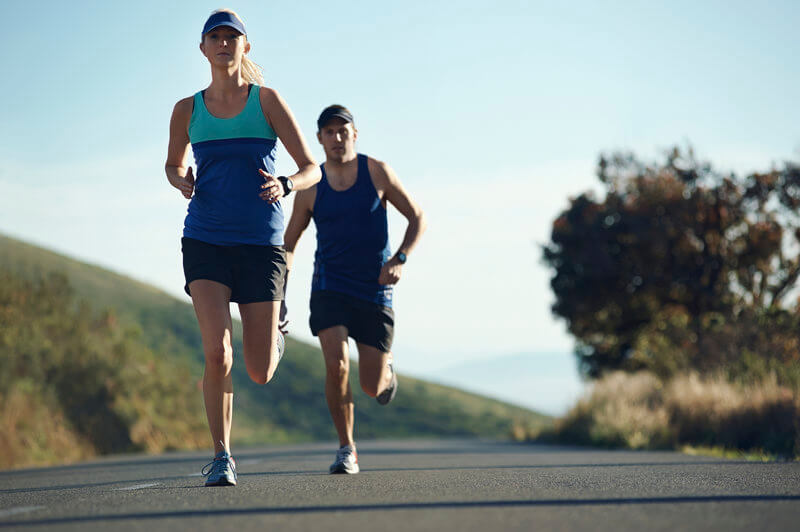 Two friends doing a running session to prepare for a marathon.