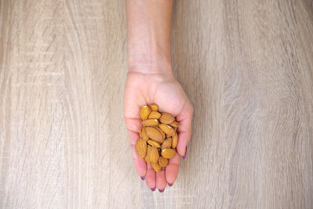 Almonds portion size