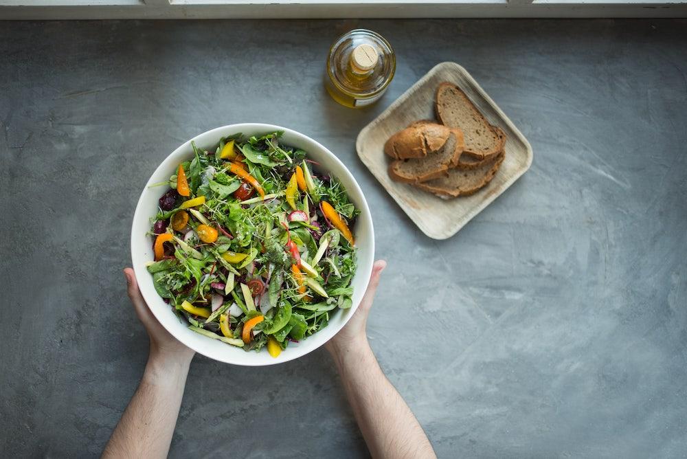 un gros bol de salade