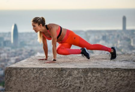 high plank knee to elbow exercise