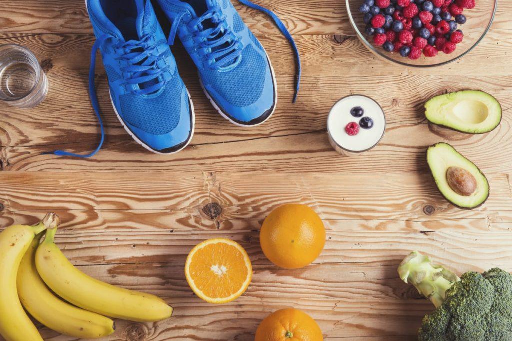 Bananen, Avocados und andere gesunde Lebensmittel für Läufer
