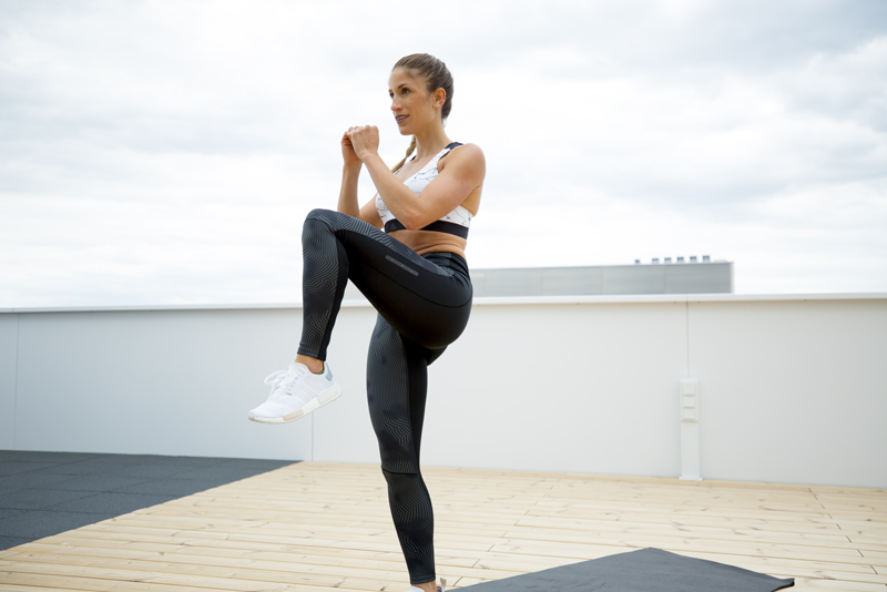 lunge high knee and jump