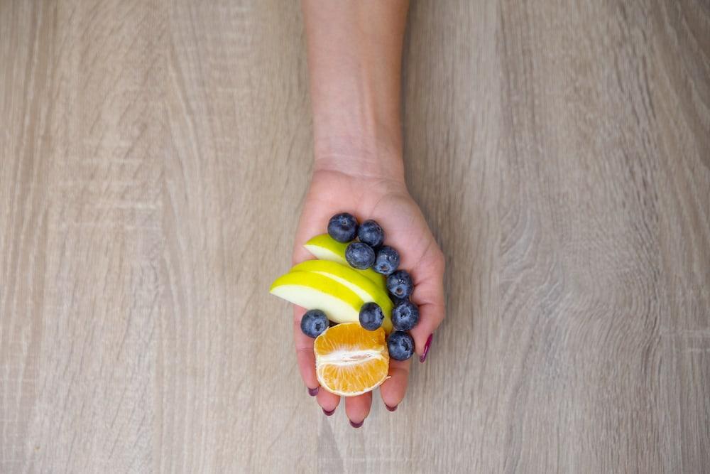 Uma porção de frutas