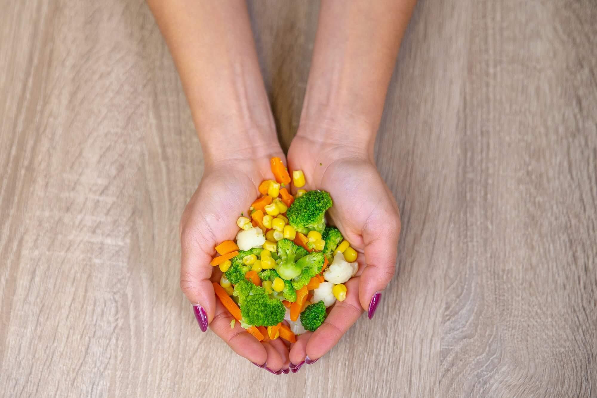 Uma porção de legumes e verduras